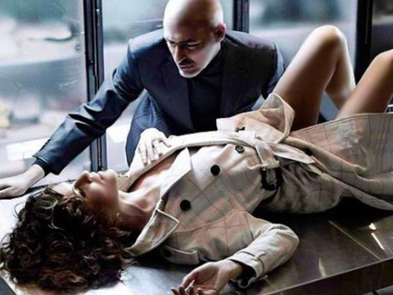 Məmurun SEKS KABİNETİ: İş masasında azyaşlı qızlarla intim oyunu