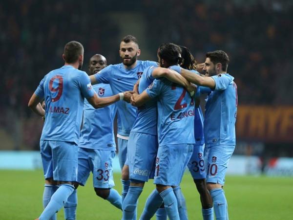 """""""Başakşəhər"""" xal itirdi, """"Trabzonspor""""dan səfər qələbəsi - <span class=""""color_red"""">YENİLƏNİR</span>"""