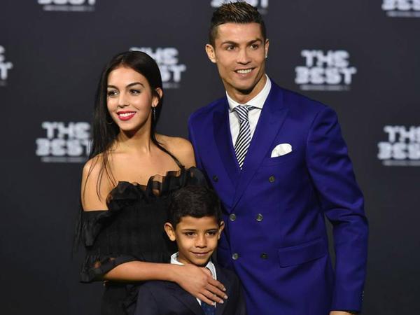 Messi Ronaldunun sevgilisinin gecə planlarını pozdu - VİDEO