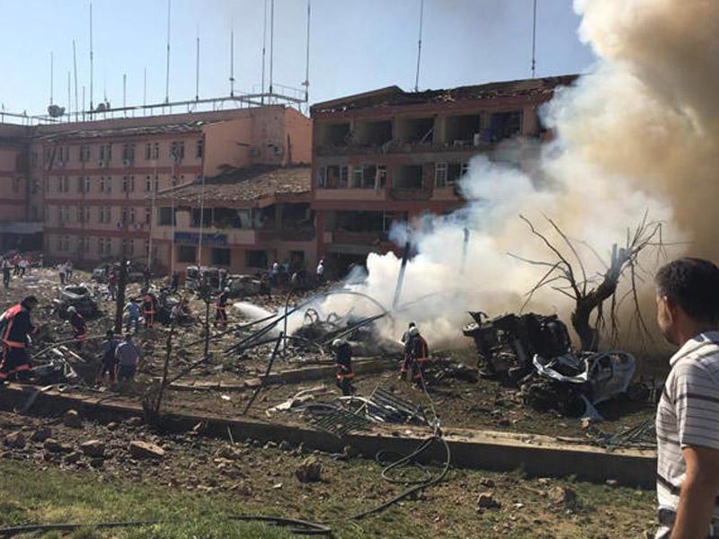 Türkiyədə NÖVBƏTİ TERROR: 4 şəhid, 1 yaralı