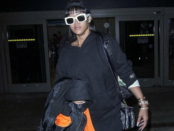 Rihanna küçəyə bu geyimdə çıxdı - FOTO