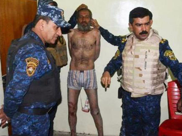 İŞİD-in qəddar komandiri arvad paltarında tutuldu - FOTO