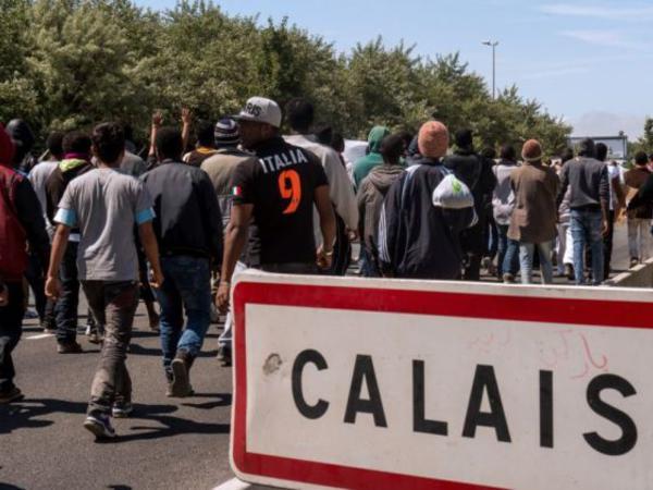 Fransada miqrantlar arasında toqquşmalar baş verib