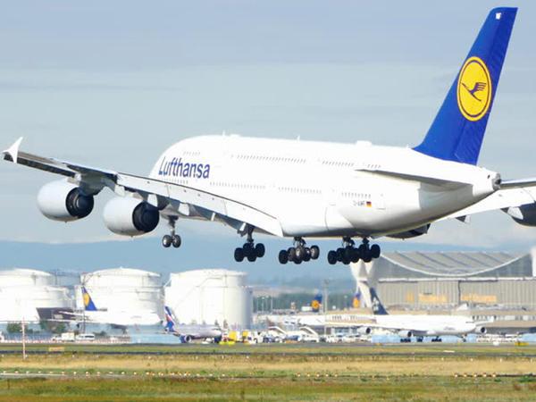 """Frankfurtdan Bakıya uçan """"Airbus""""la bağlı əhvalat: <span class=""""color_red"""">gənc qadın səsi eşidib diksinir və...</span>"""