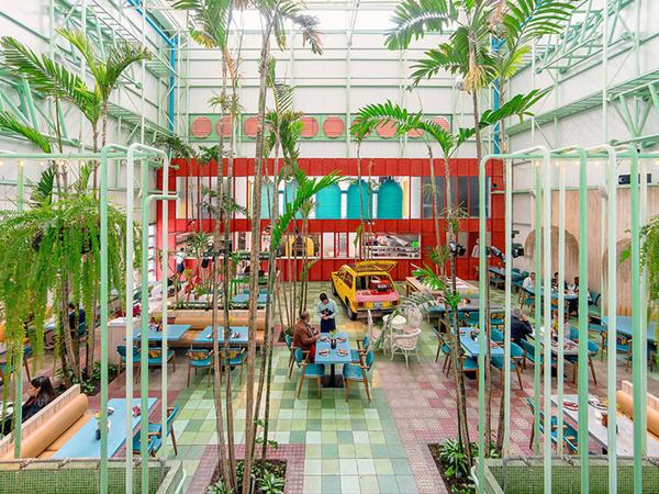 Tropik bitkilərlə bəzənmiş kafe - FOTO