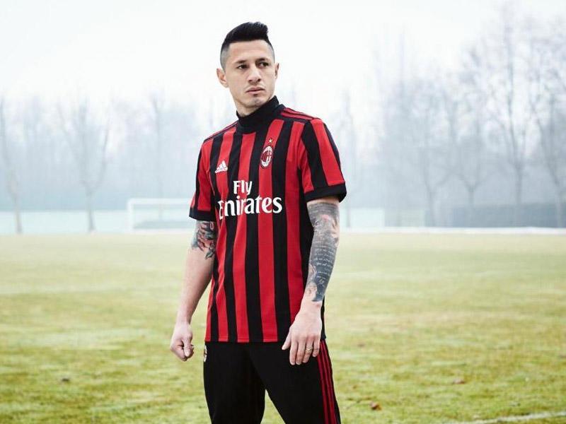 """""""Milan""""ın yeni mövsüm üçün forması -"""