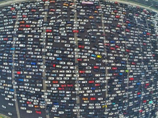 """Dünya nəqliyyatı """"pik saatda"""" - FOTO"""
