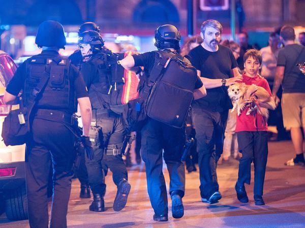 """İngiltərədə """"Mançester Arena"""" stadionunda 2 partlayış olub: 19 ölü, 50 yaralı - FOTO"""