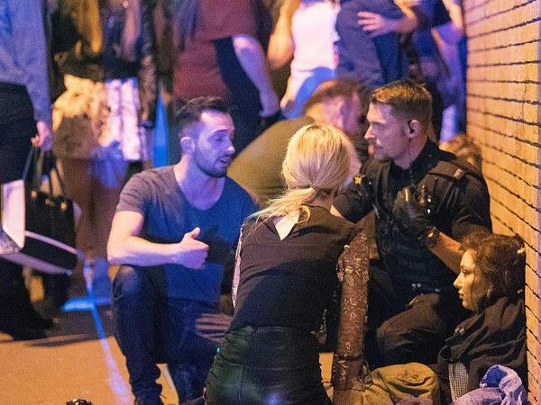 """İDDİA: İngiltərə terrorunu törədən öldü - <span class=""""color_red"""">Həlak olanların sayı artdı - FOTO</span>"""