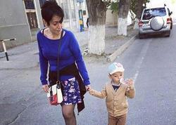 Emma oğlu ilə gəzintidə - FOTO