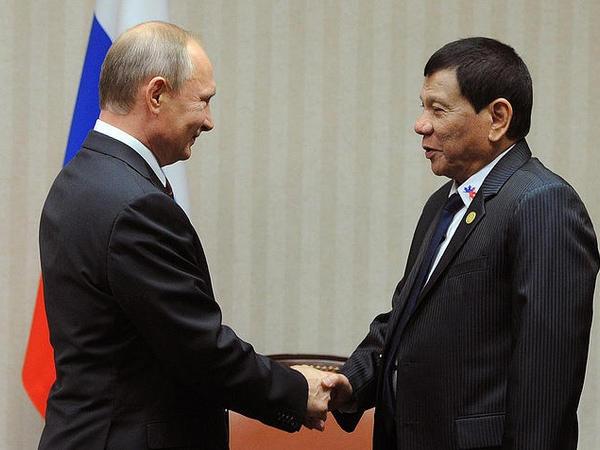 Putin Filippin prezidenti ilə görüşüb