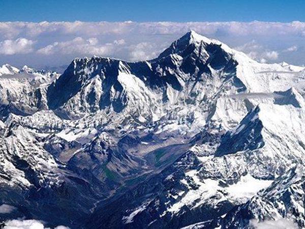 Everestda 4 nəfərin cəsədi tapılıb