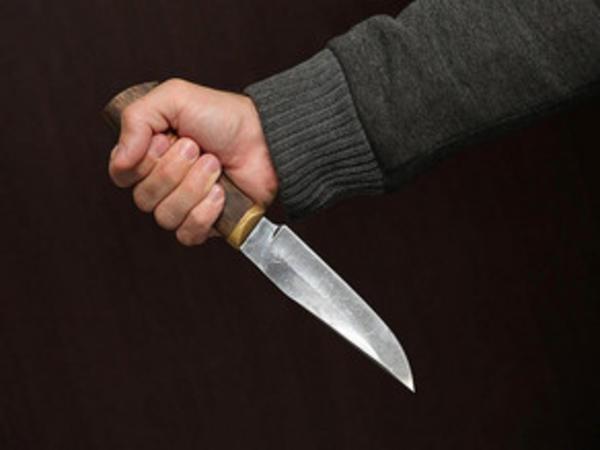 Bakıda 38 yaşlı kişi özünü bıçaqlayaraq intihar etmək istəyib