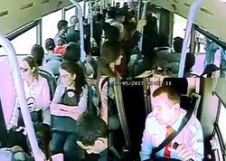 """Sərnişin avtobusun hərəkətini ləngitdi, <span class=""""color_red"""">sürücünü söydü, amma... - VİDEO</span>"""