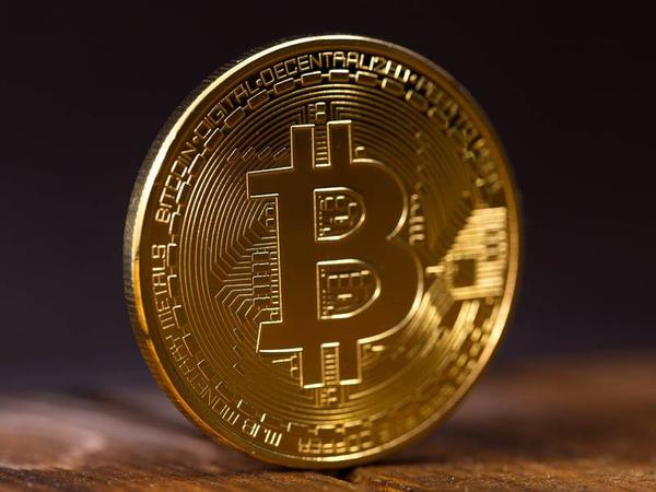 Bitcoin-in qiyməti 2500 dolları keçdi