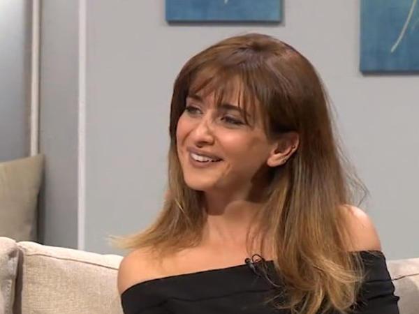 Tanınmış teleaparıcı efirdə mahnı oxudu - VİDEO - FOTO