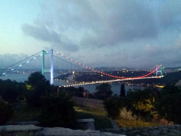 Bayrağımızın rəngləri İstanbul boğazından bərq vurur - FOTO