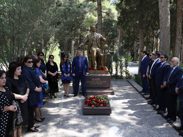 Habil Əliyevin məzarı ziyarət olunub