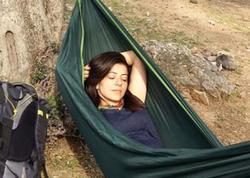 Selfi çəkmək istəyən Leyla yıxılıb öldü - FOTO