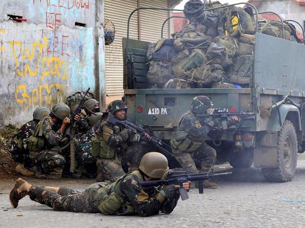 """Filippində İŞİD-i dəstəkləyən silahlılarla döyüşlər: <span class=""""color_red"""">42 ölü</span>"""