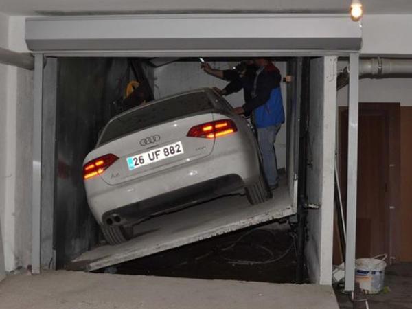 Düz 1 ildir bahalı avtomobilini oradan çıxara bilmir - FOTO