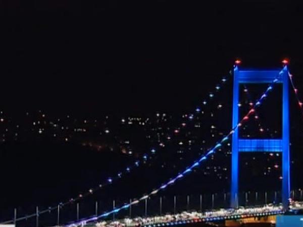 Türkiyənin ən böyük körpüsü Azərbaycan bayrağının rəngləri ilə işıqlandırıldı - VİDEO - FOTO