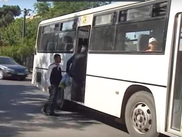 Bakıda avtobusda 25 yaşlı qızın beli qırılıb, 1 nəfər isə yıxılaraq ölüb - VİDEO