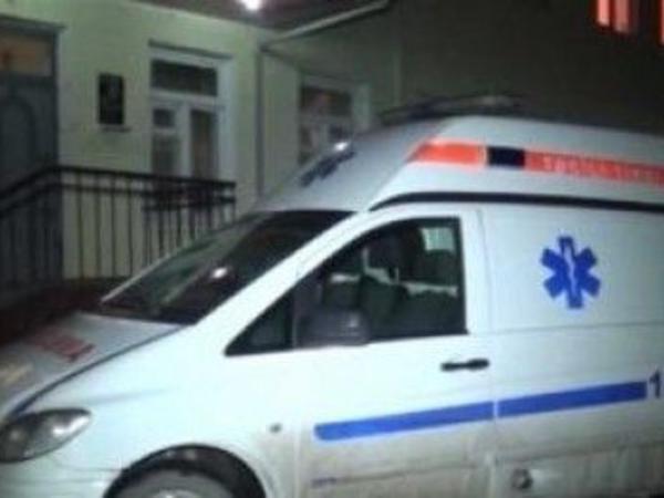 64 yaşlı kişi ağacdan yıxılaraq ağır xəsarət alıb