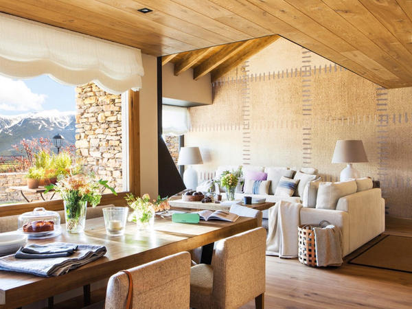 Pireney dağlarında kottec - FOTO