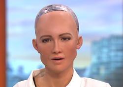 """İnsanları məhv etməkdən danışan robot teleşouda: <span class=""""color_red"""">""""Hələ evlənmək vaxtım deyil"""" - VİDEO</span>"""
