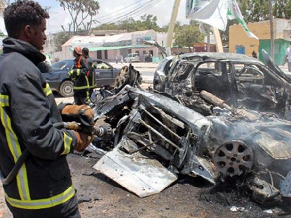 """Somalidə polis məntəqəsinin yanında PARTLAYIŞ - <span class=""""color_red"""">4 ölü - YENİLƏNİB</span>"""
