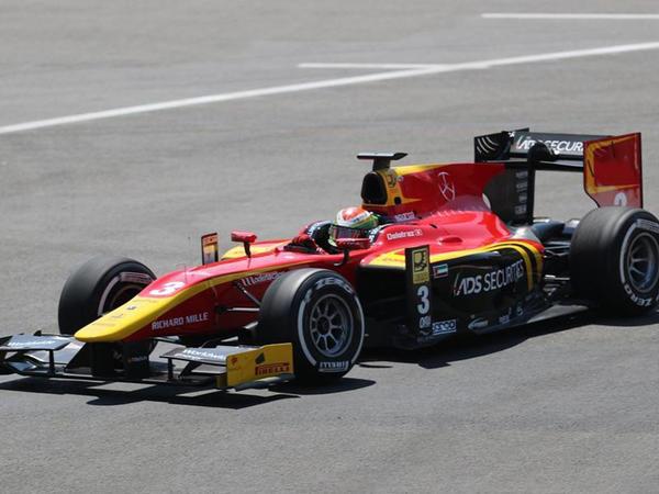 Bakıda Formula 2 pilotlarının sıralama turu başladı