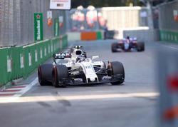 Formula 1-də 3 bolid mübarizəni dayandırdı