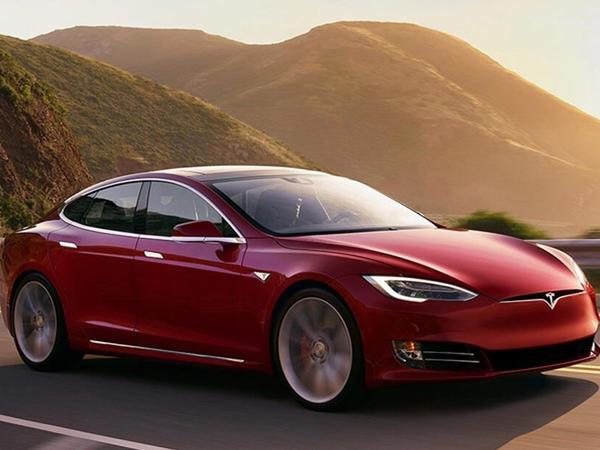Tesla musiqi servisini yaradır