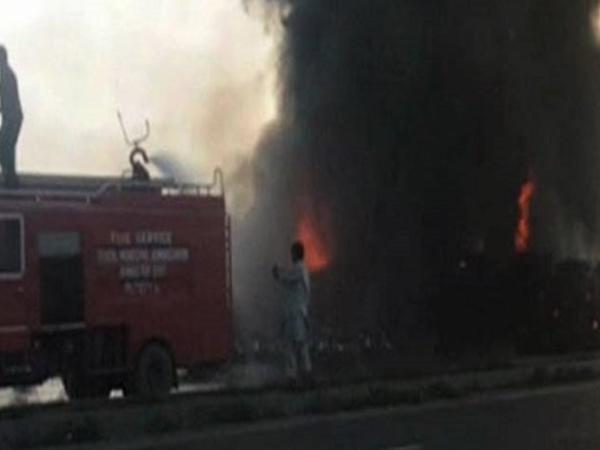 Pakistanda tanker PARTLADI: 140 nəfər öldü, 100 yaralı var - YENİLƏNİB - FOTO