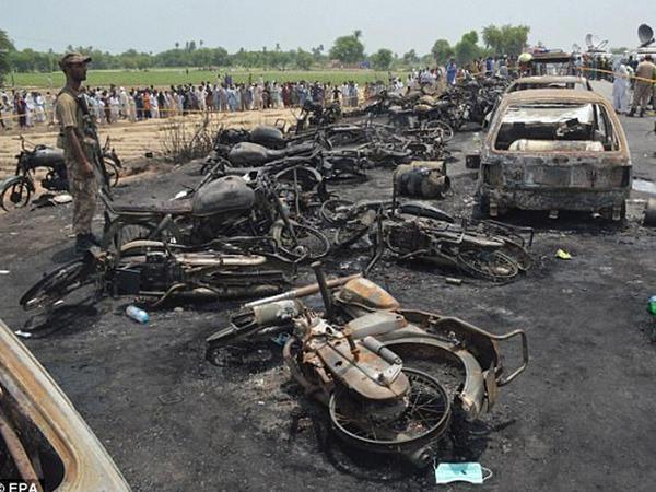 Pakistanda tanker PARTLADI: 152 nəfər öldü, 100 yaralı var - YENİLƏNİB - FOTO - VİDEO