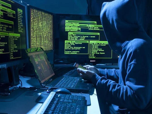 Rus hakerlər britaniyalı məmurların parollarını oğurladı