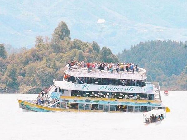 Gəzinti gəmisi batdı: 25 turist həlak oldu, 28 nəfər itkin düşdü - VİDEO - FOTO