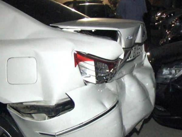 Bakıda sərxoş sürücü 7 qonşunun avtomobilini əzdı - FOTO