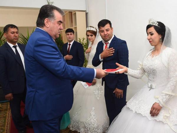Tacikistan Prezidenti bir gündə 50 mərasimdə iştirak edib