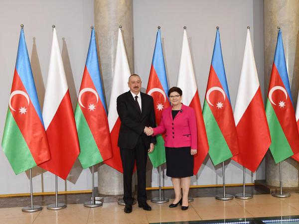 Prezident İlham Əliyev Varşavada Polşanın Baş naziri ilə görüşüb - YENİLƏNİB - FOTO
