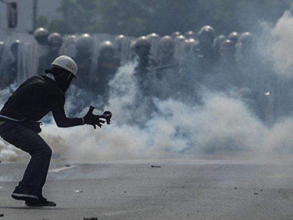 Venesuelada polis helikopteri Ali Məhkəmənin binasına hücum edib - FOTO