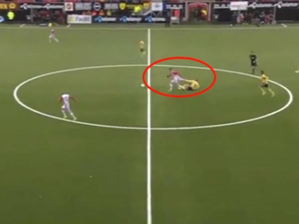 Bu hərəkəti ilə futbolda yeni cığır açdı - VİDEO