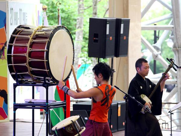 Festivalın 2-ci günü Şəki tamaşaçıları Yaponiya musiqi qrupunun konsertini izləyib - FOTO