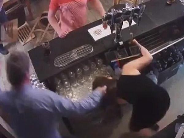 Arvadını döydü, sonra videonu Facebook-da paylaşdı - VİDEO - FOTO