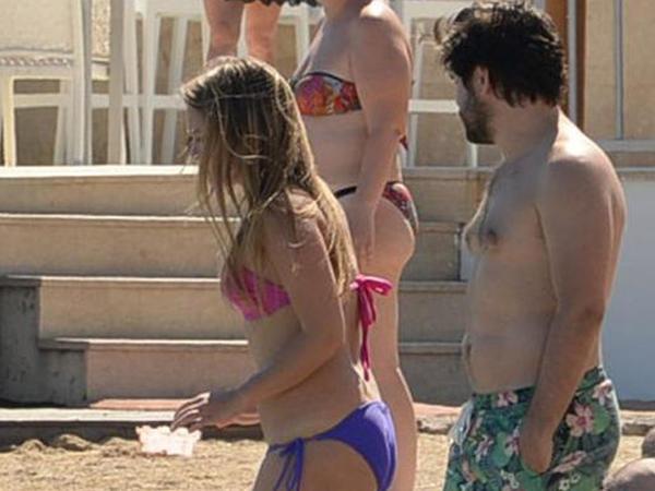 """İki il ard-arda eyni bikinini geyinən aktirsa """"hədəf"""" oldu - FOTO"""