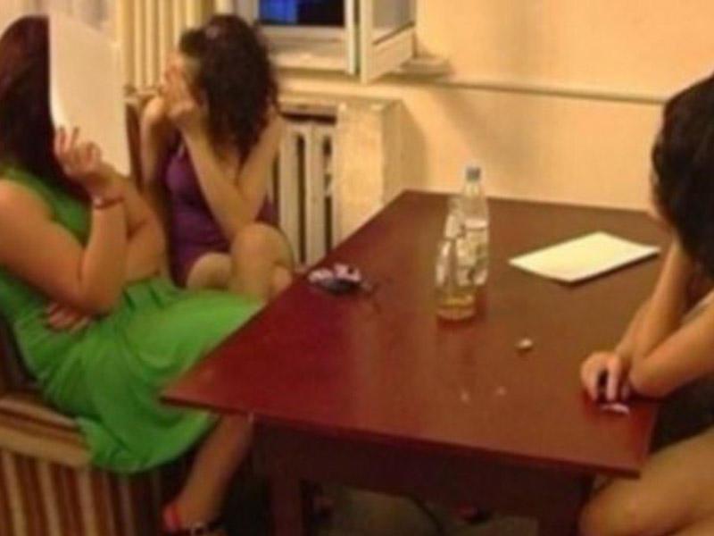 Azərbaycanlı qızları İran üzərindən Dubaya daşıyırlar - FOTO