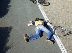 13 yaşlı velosipedçini maşın vuraraq öldürdü - VİDEO