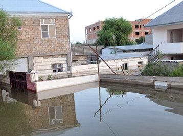 Yaşayış evlərini su basdı