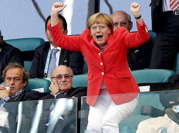 Angela Merkel paltardəyişmə otağında